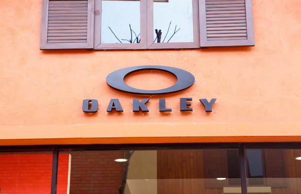 Oakley aims at eyewear distributor in design patent claim