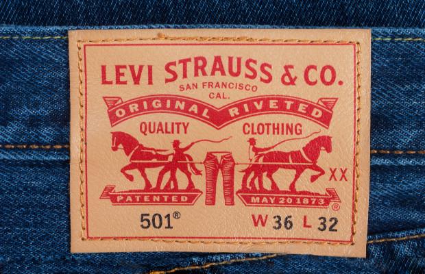 Levi Strauss sues comp...