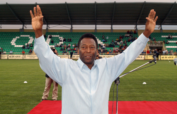 Pelé puts boot into Samsung over newspaper ad image
