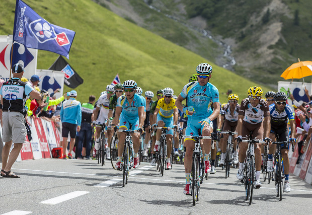 Broadcaster hit by Tour de France piracy