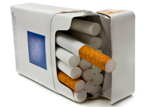 England eyes vote on plain cigarette packaging