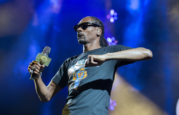 Hockey team try to put Snoop Dogg TM on ice